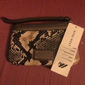 Nine West wristlet NWT